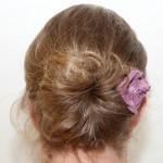 Frisur von hinten mit Rose