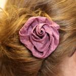 Rose im Haar